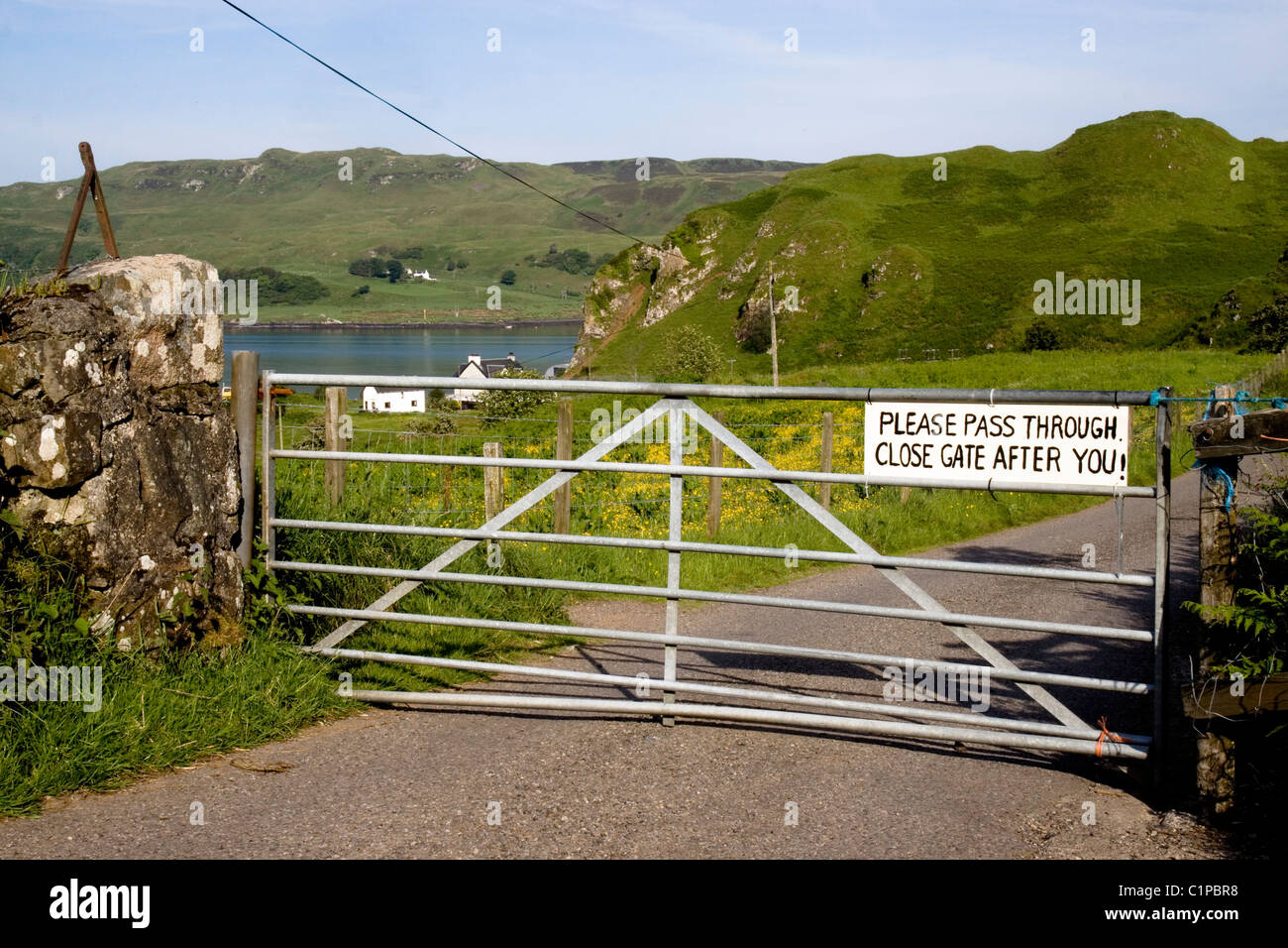 Scotland, Oban, countryside and sign on closed gate - Stock Image