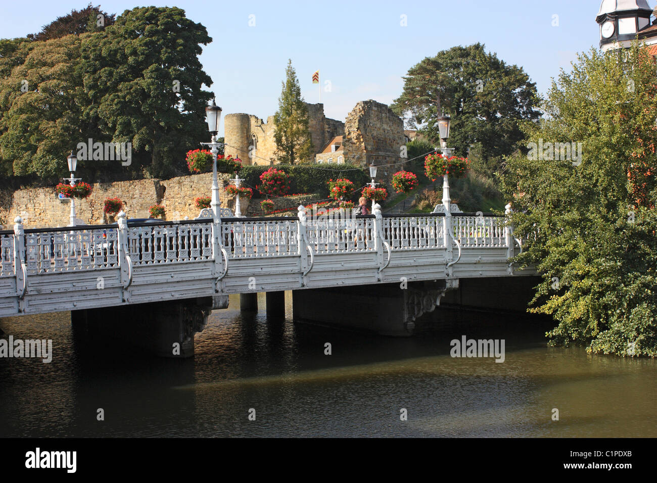 England, Kent, Tonbridge Castle, bridge over River Medway - Stock Image