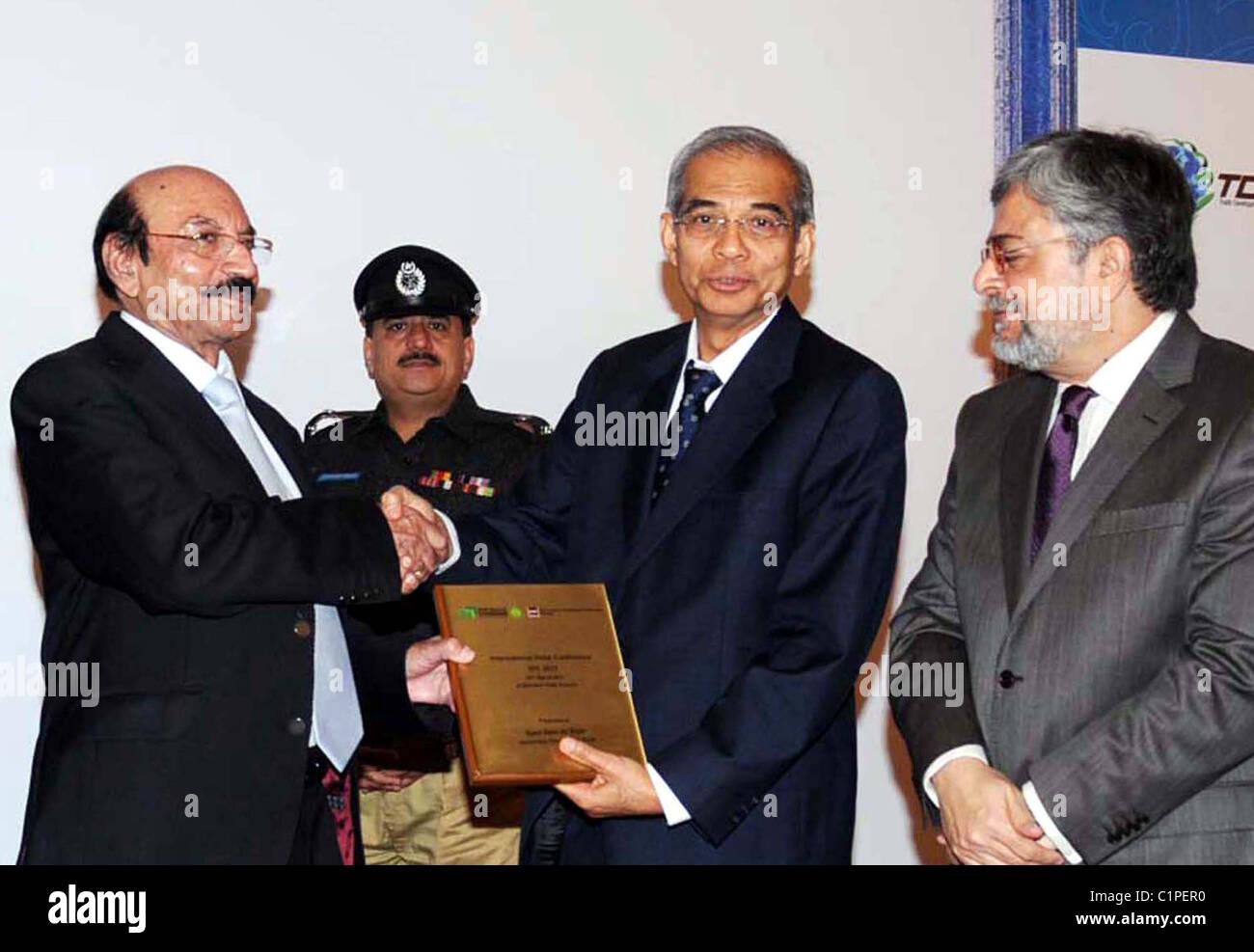 Provincial Chief Minister, Syed Qaim Ali Shah gives away souvenir to Tan Sri Dato Dr.Syed Jalaluddin Syed Salim Stock Photo