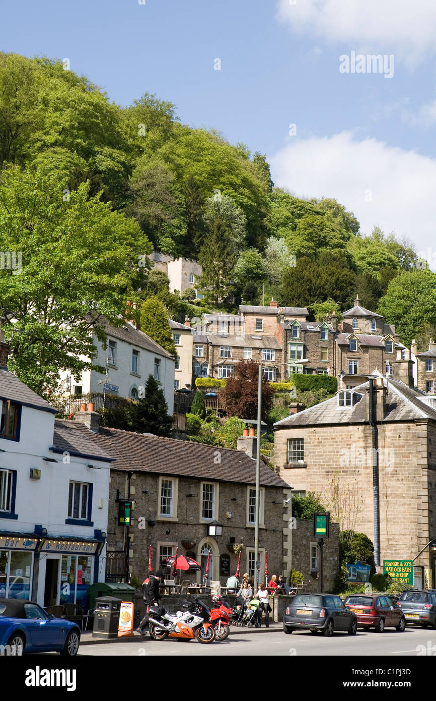 UK, Derbyshire, Matlock Bath, high street with houses built on hill above - Stock Image