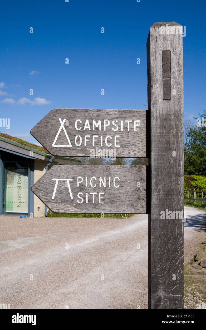 England, Peak District, Edale, signpost at Moorland Centre - Stock Image