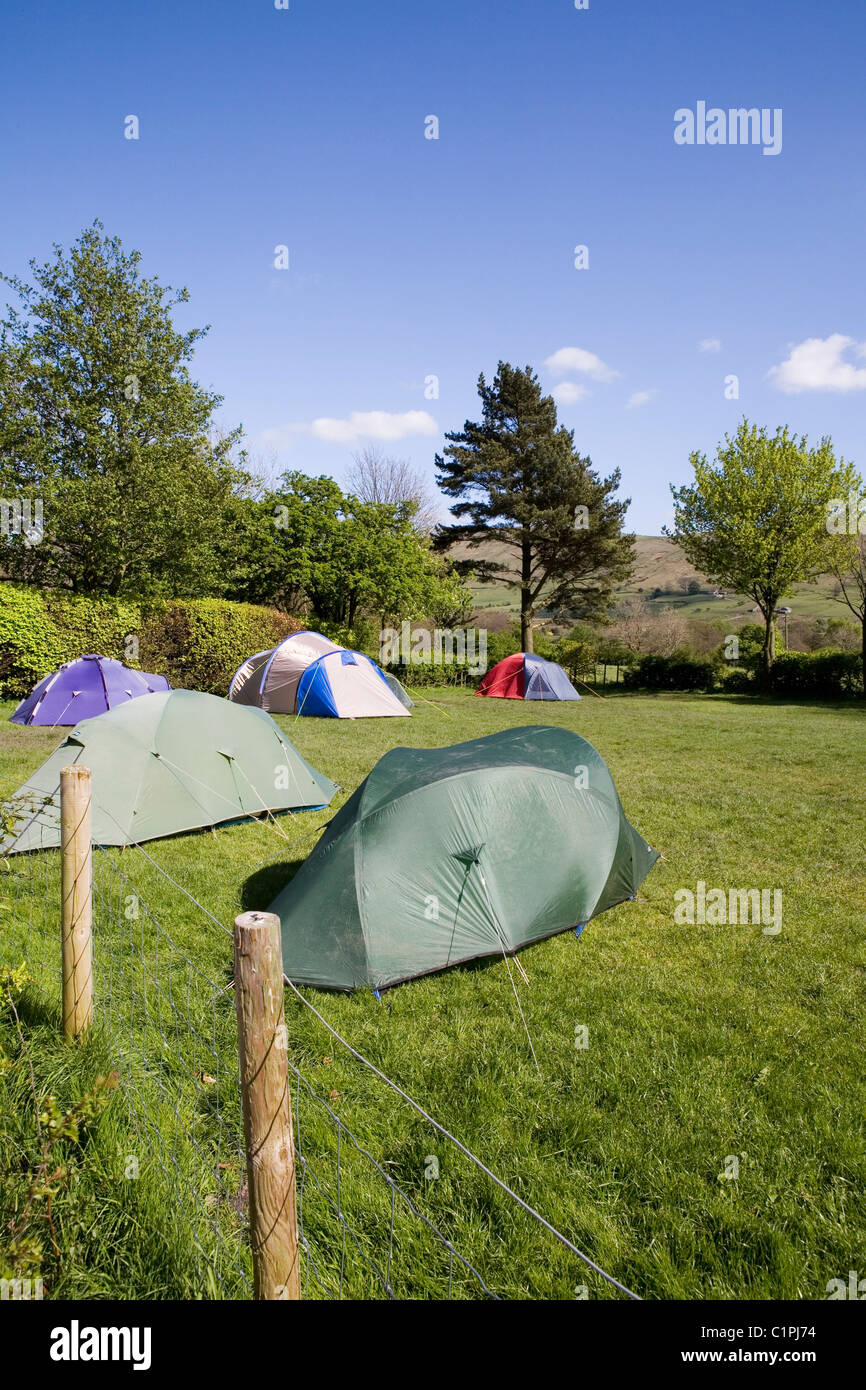 England, Peak District, Edale, tents in Fieldhead campsite - Stock Image