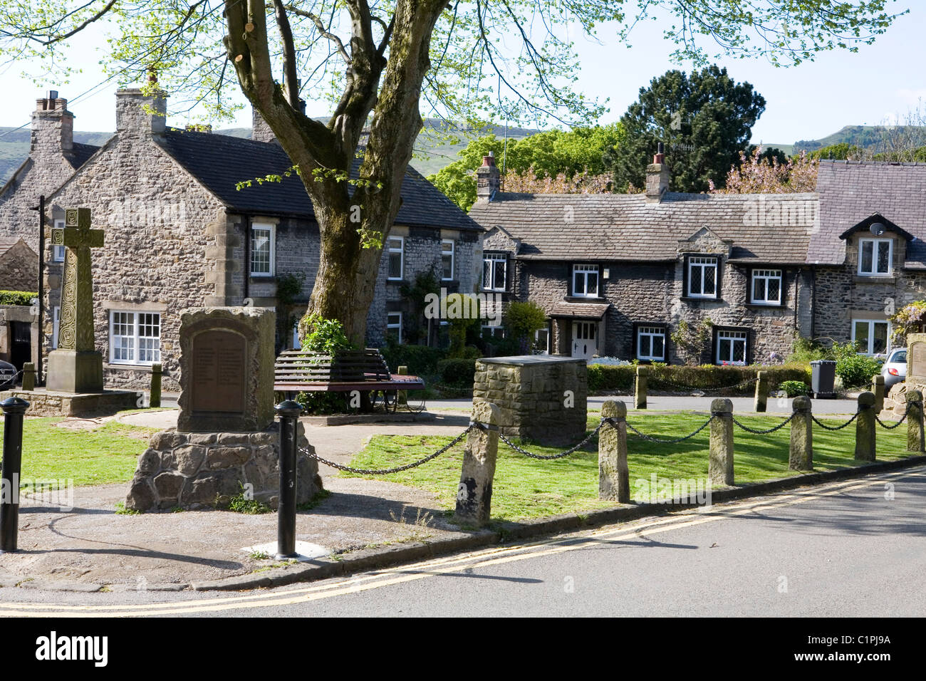 England, Derbyshire, Castleton, houses overlooking market square in village Stock Photo