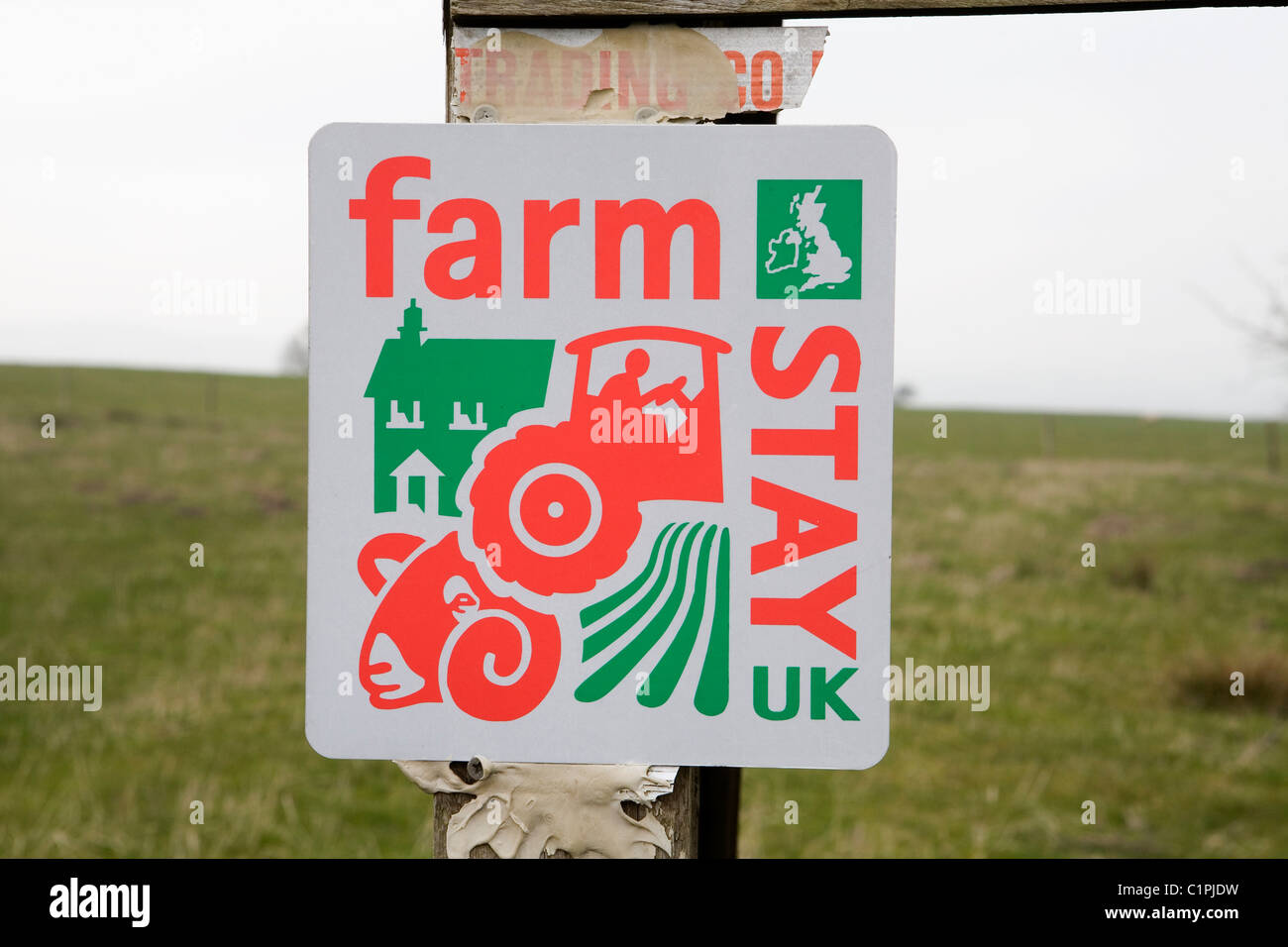 England, Derbyshire, Peak District National Park, sign advertising accommodation on farm - Stock Image
