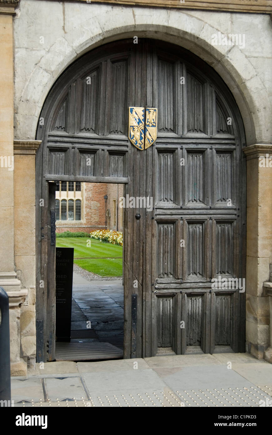 England, Cambridge, Magdalene College door - Stock Image