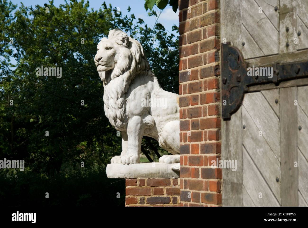 England, Suffolk Long Melford, Kentwell Hall, lion statue on corner - Stock Image