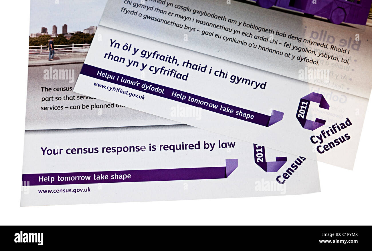 Bilingual Welsh English instructions for 2011 UK census stating that a return is required by law - Stock Image