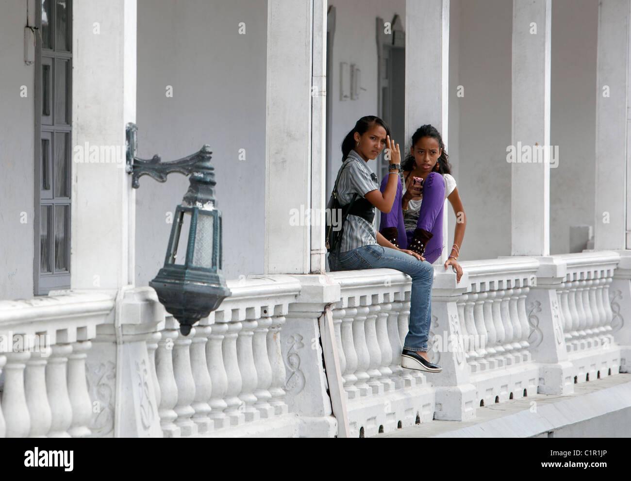 Costa Rican teenage girls, Liberia, Costa Rica - Stock Image