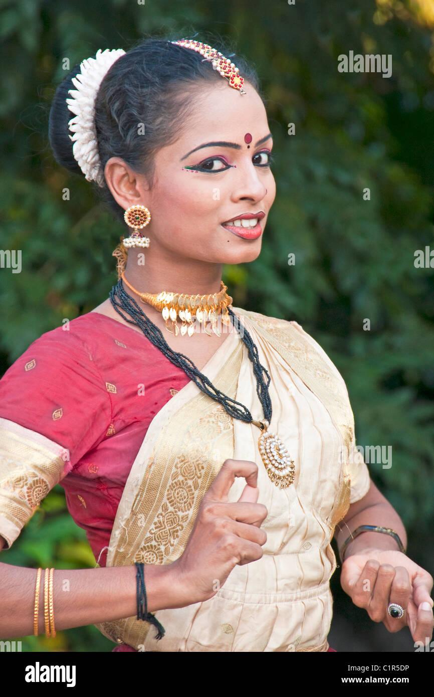 Mohaniyattam dancer in traditional Keralite costume performing at Travancore Heritage Resort at Chowara, Kerala. - Stock Image