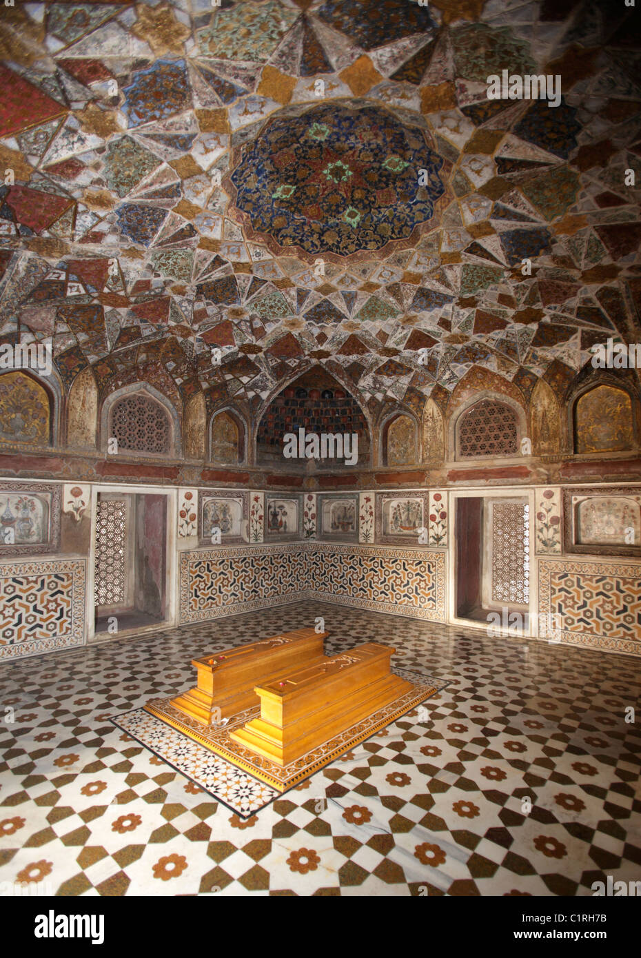 Tombs Inside The Itmad Ud Daulah S Tomb Also Known As