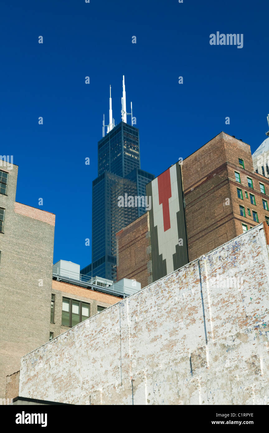 The Willis Tower behind brick buildings, Chicago - Stock Image