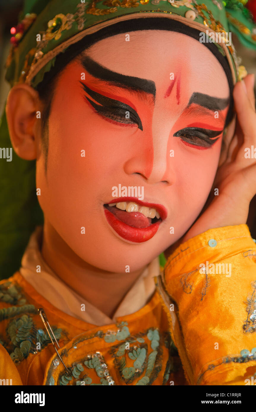 Chinese opera performer backstage in Bangkok, Thailand - Stock Image