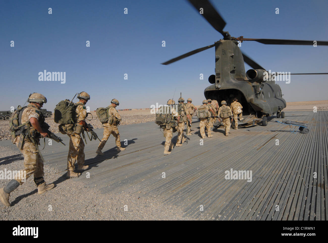 British paratroopers boarding a CH-47 Chinook helicopter at Camp Bastion, Afghanistan. - Stock Image