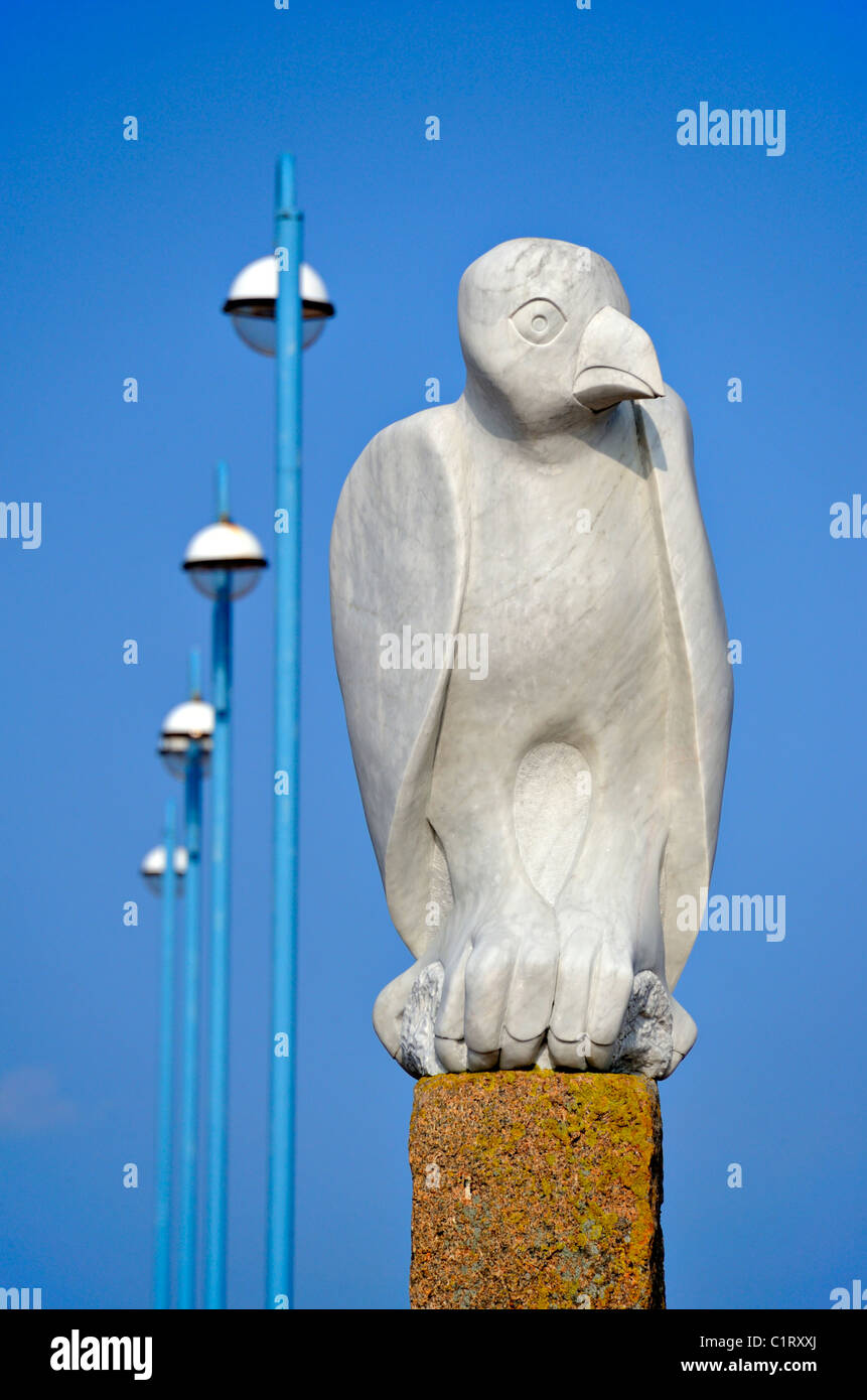 'Mythical South American Bird'.Sculpture, by Gordon Young. The Tern Project. Morecambe, Lancashire, England, - Stock Image