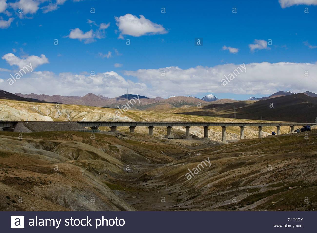 Mt Kunlun, Qinghai Tibet Railway, Tibetan Plateau, Tibet, China - Stock Image