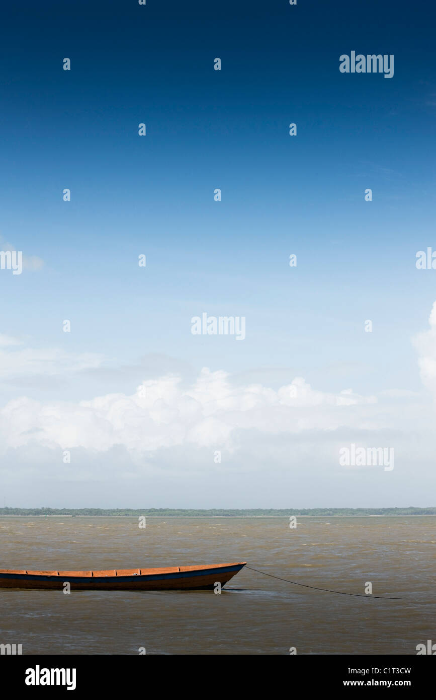 Canoe moored in shallow water - Stock Image