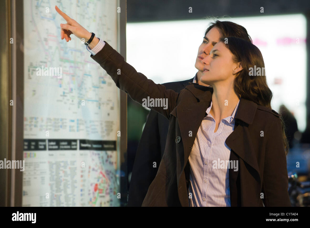 Couple looking at subway map - Stock Image