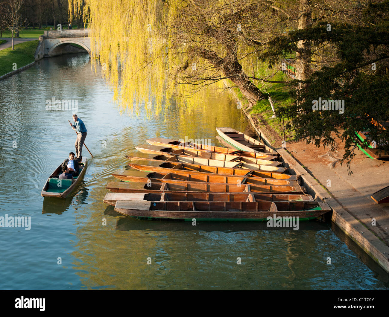 Punts on the River Cam, Cambridge, England, UK. Beautiful late afternoon spring sunshine. - Stock Image