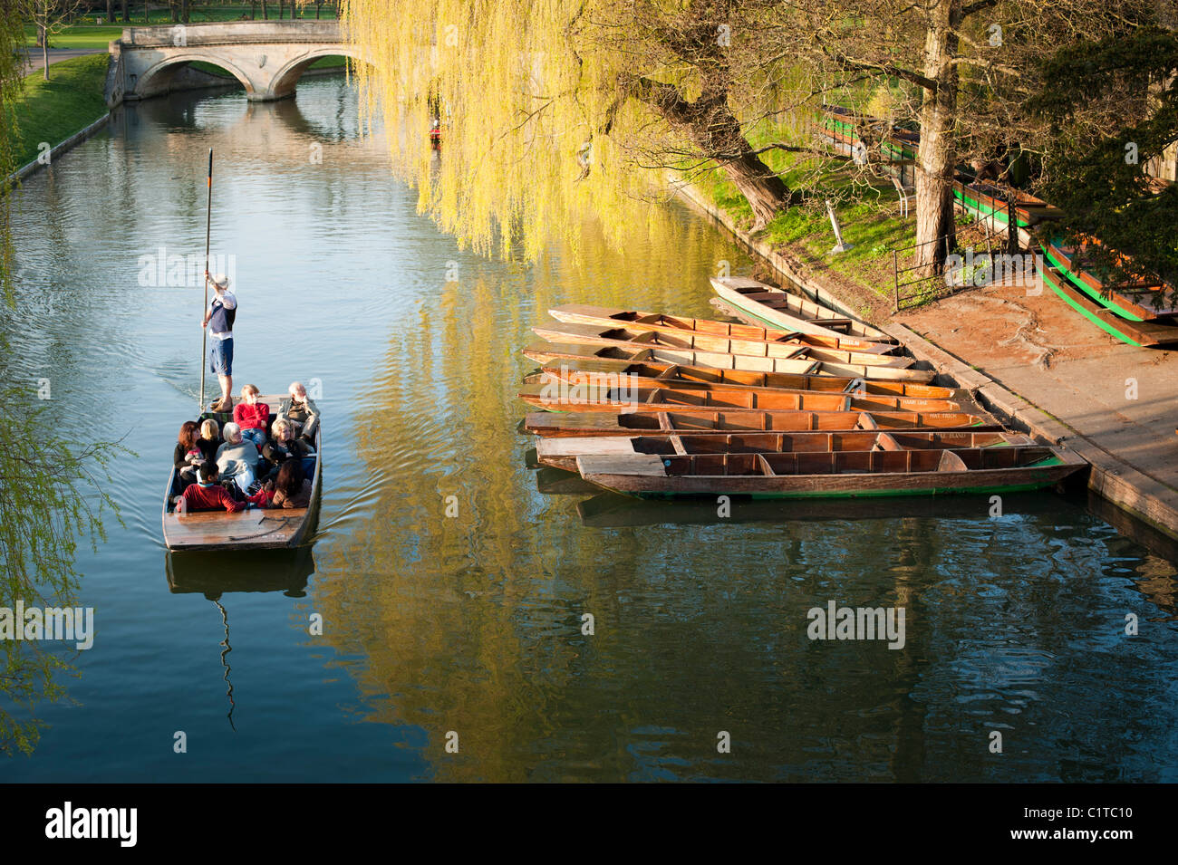 Punts on the River Cam, Cambridge, England, UK. Beautiful late afternoon spring sunshine. Stock Photo