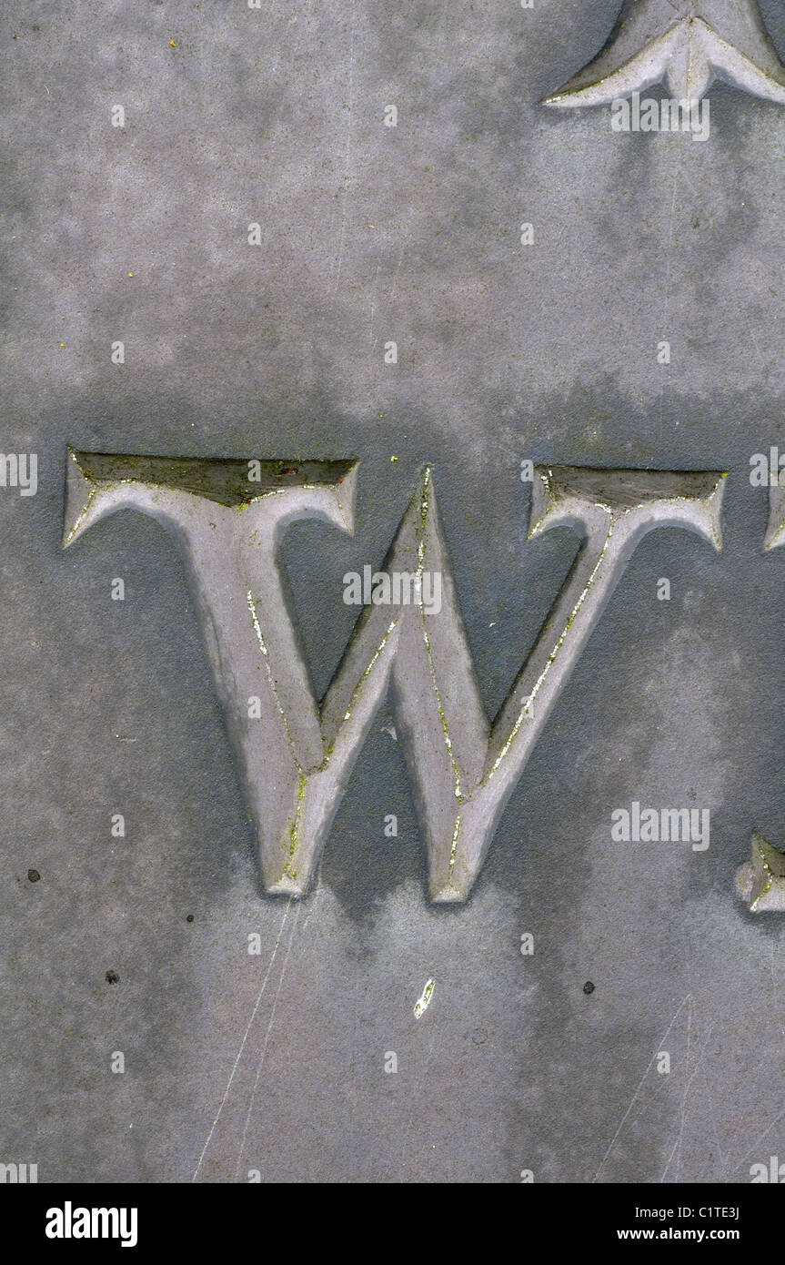 Letter W detail of slate gravestone, Leicestershire, UK - Stock Image