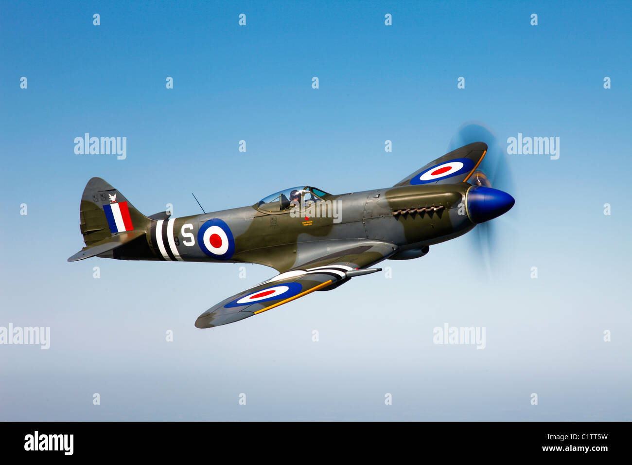 A Supermarine Spitfire Mk-18 in flight near West Chester County, Pennsylvania. - Stock Image