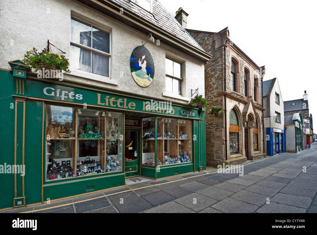Pedestrianised Albert Street in Kirkwall Orkney Mainland Scotland with Trenabies Bistro with Little Island gift - Stock Image