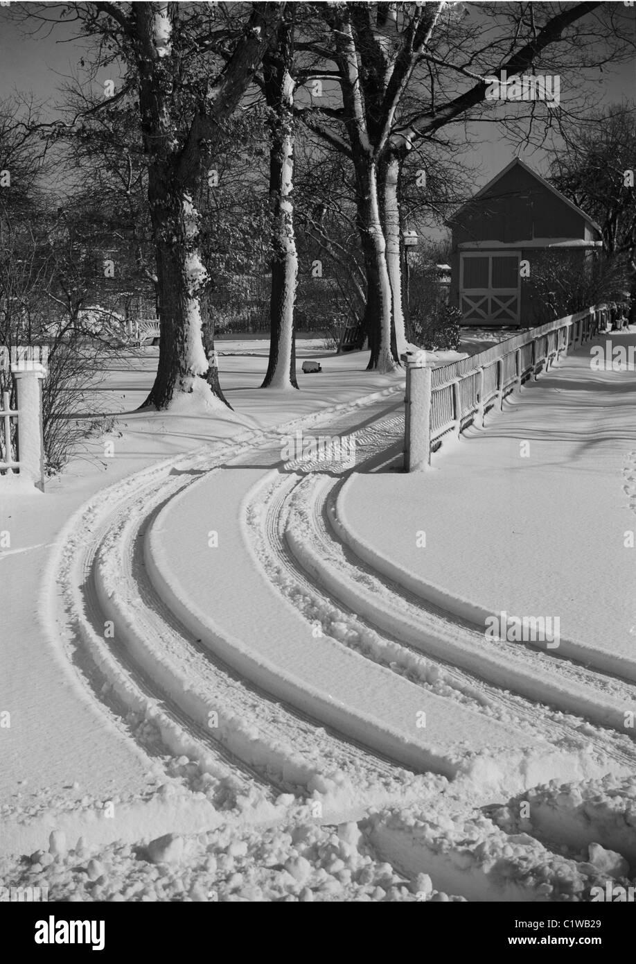 Car tracks in snow - Stock Image