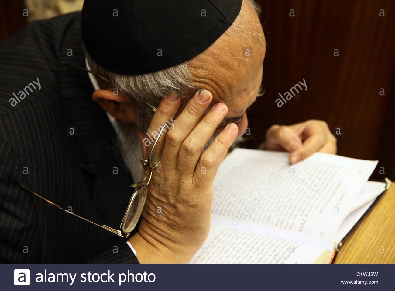 Orthodox Jewish reading the Siddur Jewish book of pray in Israel - Stock Image