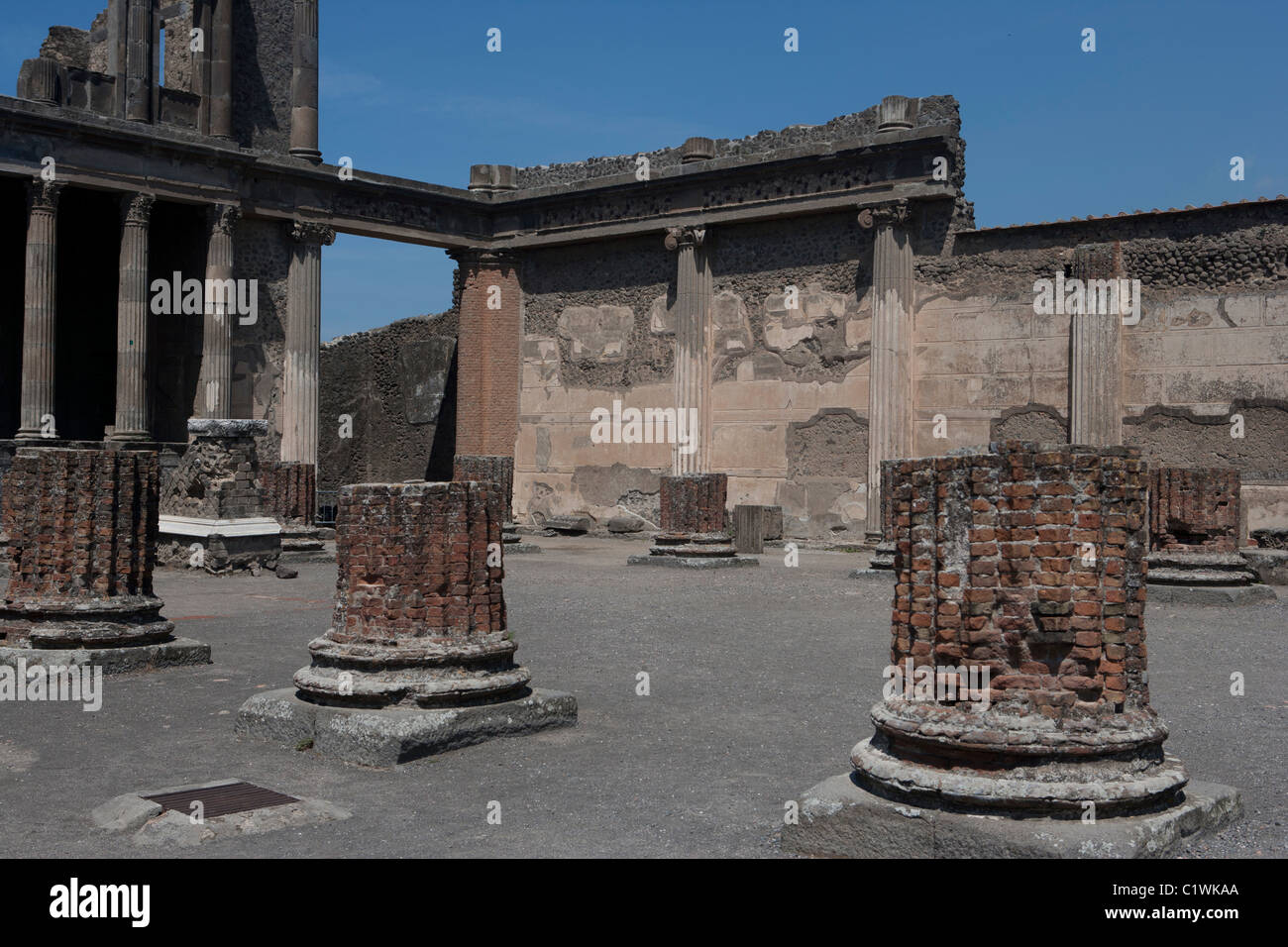 Grand, Roman era (AD 79), courtyard. Showing Ionic and Corinthian columns (see description for indentifications). - Stock Image