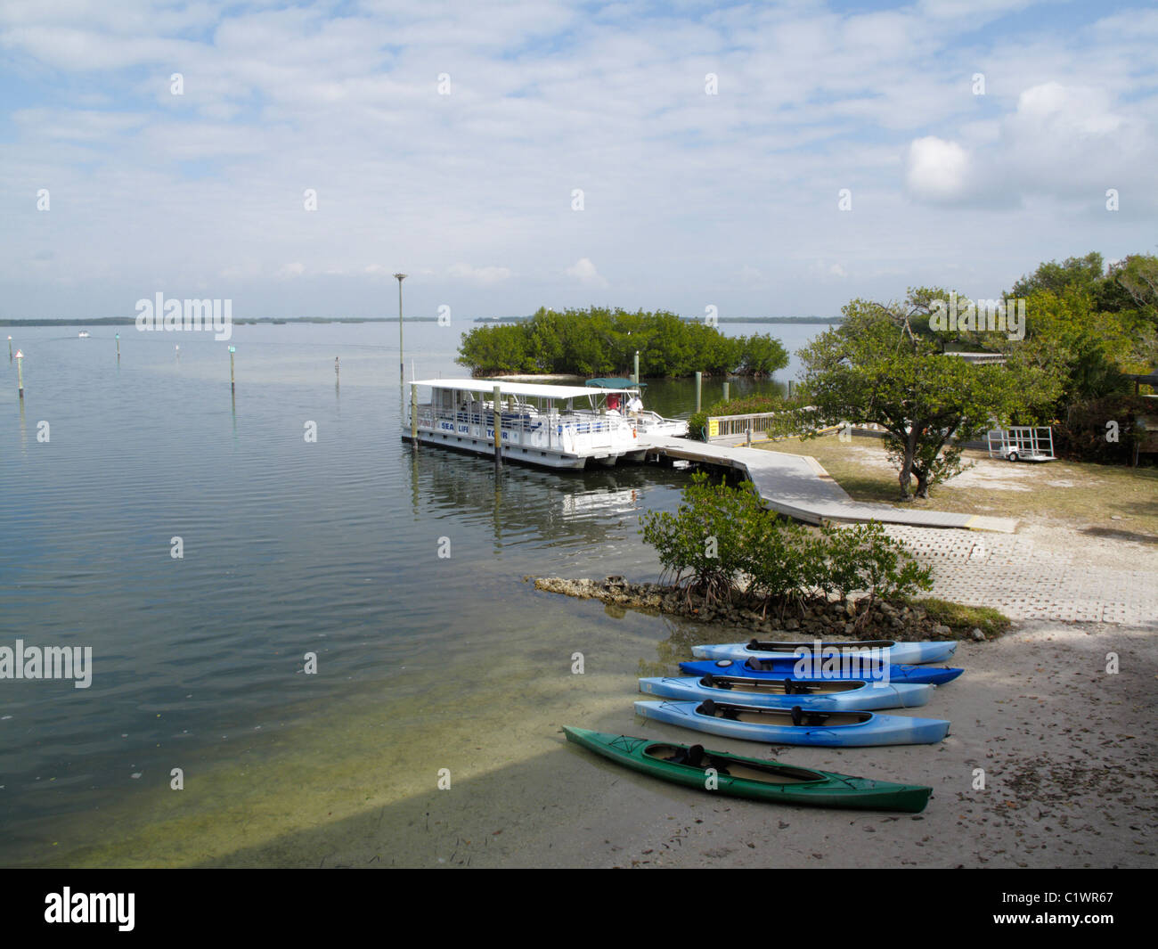 Kayaks at Tarpon Bay, Ding DArling Wildlife Refuge, Sanibel (Tarpon Bay Explorers) - Stock Image