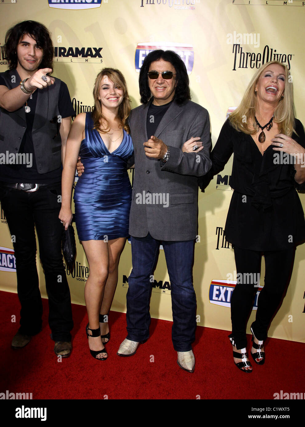 nick simmons sophie simmons gene simmons and shannon tweed the stock photo 35605253 alamy. Black Bedroom Furniture Sets. Home Design Ideas