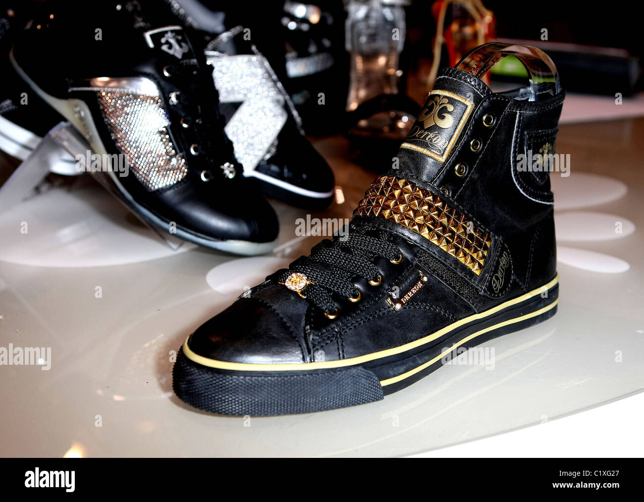 Dereon Shoes 2009 MAGIC Marketplace at
