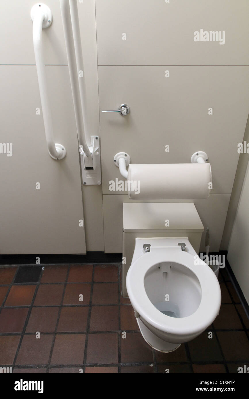 UK. TOILET FOR DISABLED PEOPLE AT A GALLERY IN LONDON - Stock Image