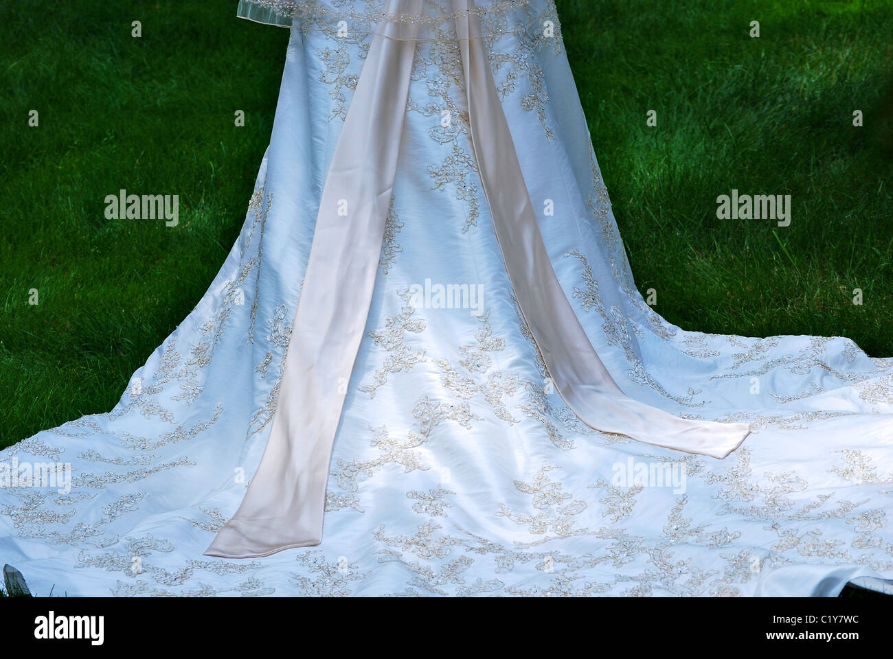Flowing Gown Stock Photos & Flowing Gown Stock Images - Alamy