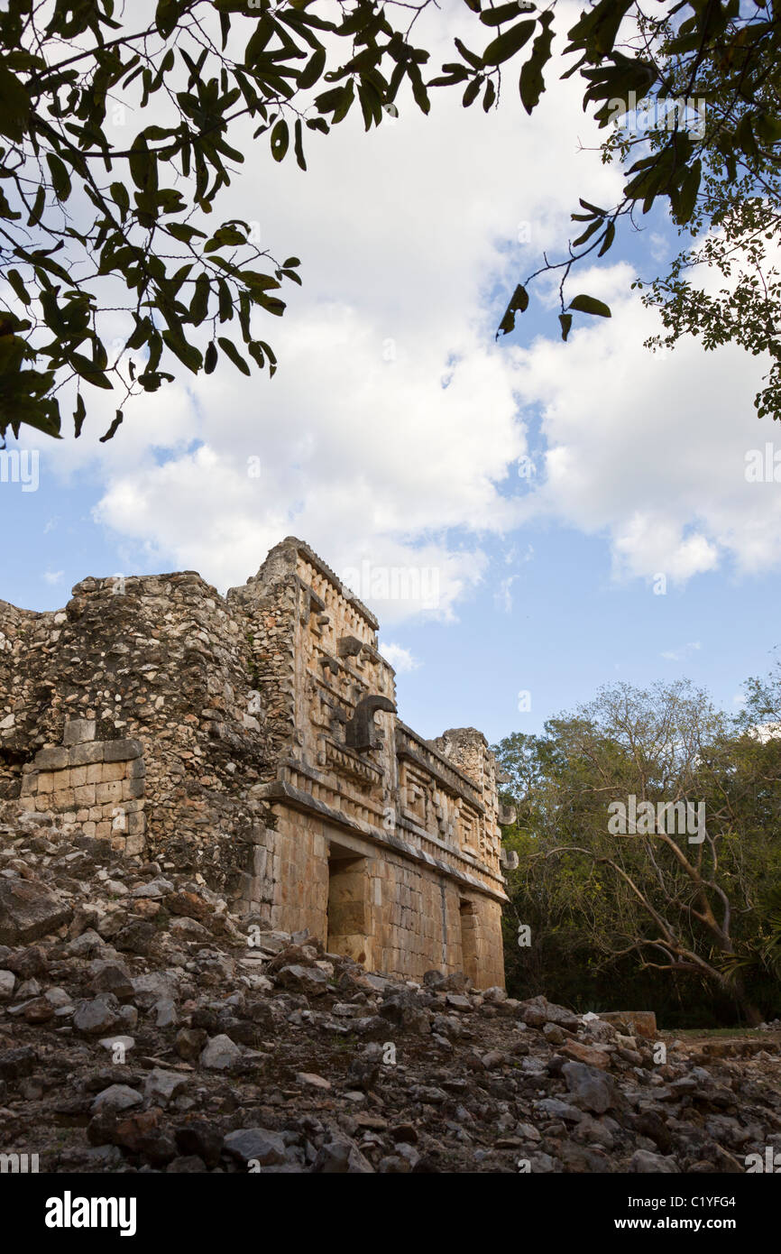 Palace in the Classic Maya ruins of Xlapak (Old Walls) along the Puuc Route in the Yucatán Peninsula, Mexico. - Stock Image
