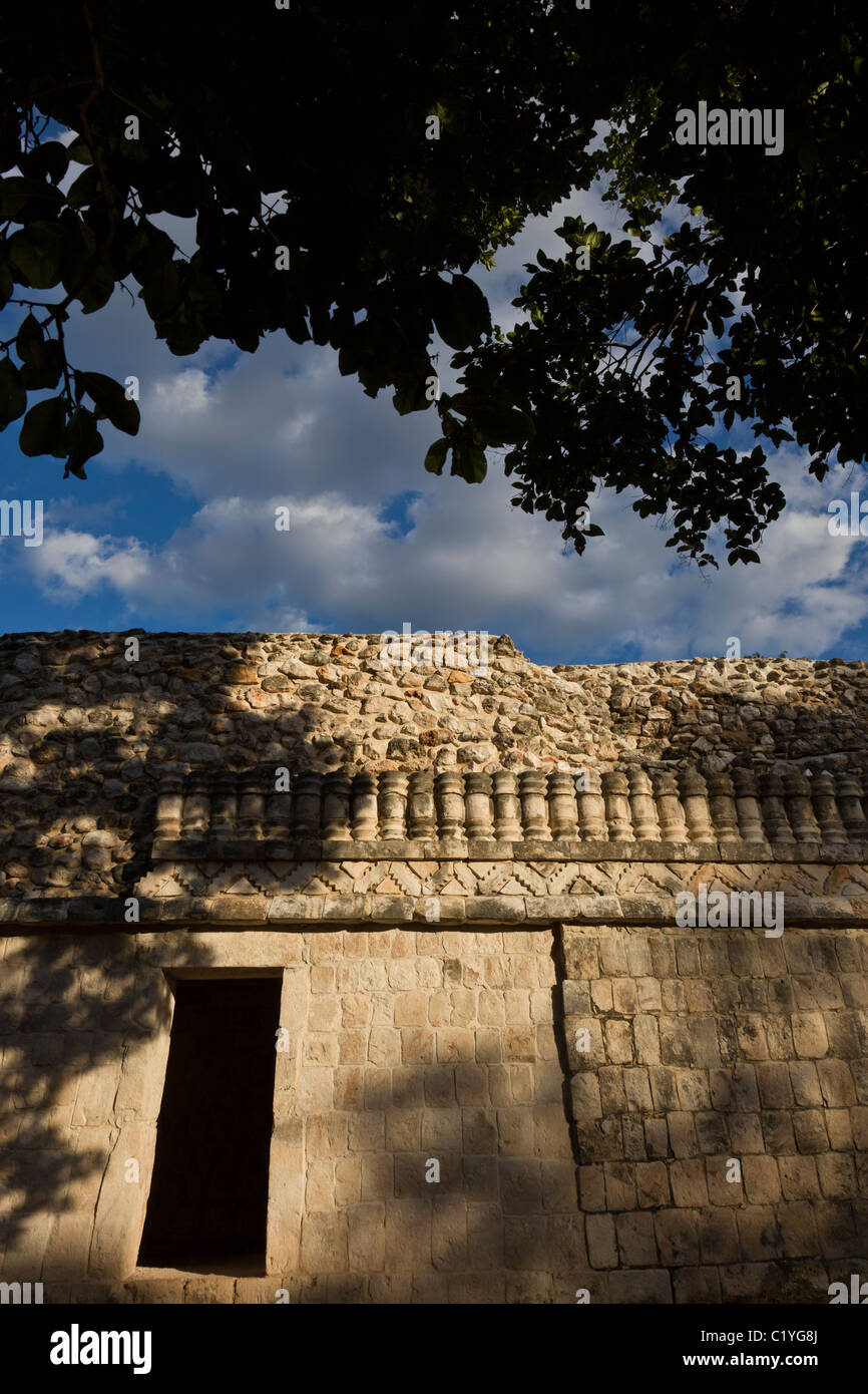 Palace B detail in the Classic Maya ruins of Xlapak (Old Walls) along the Puuc Route, Yucatán Peninsula, Mexico. - Stock Image