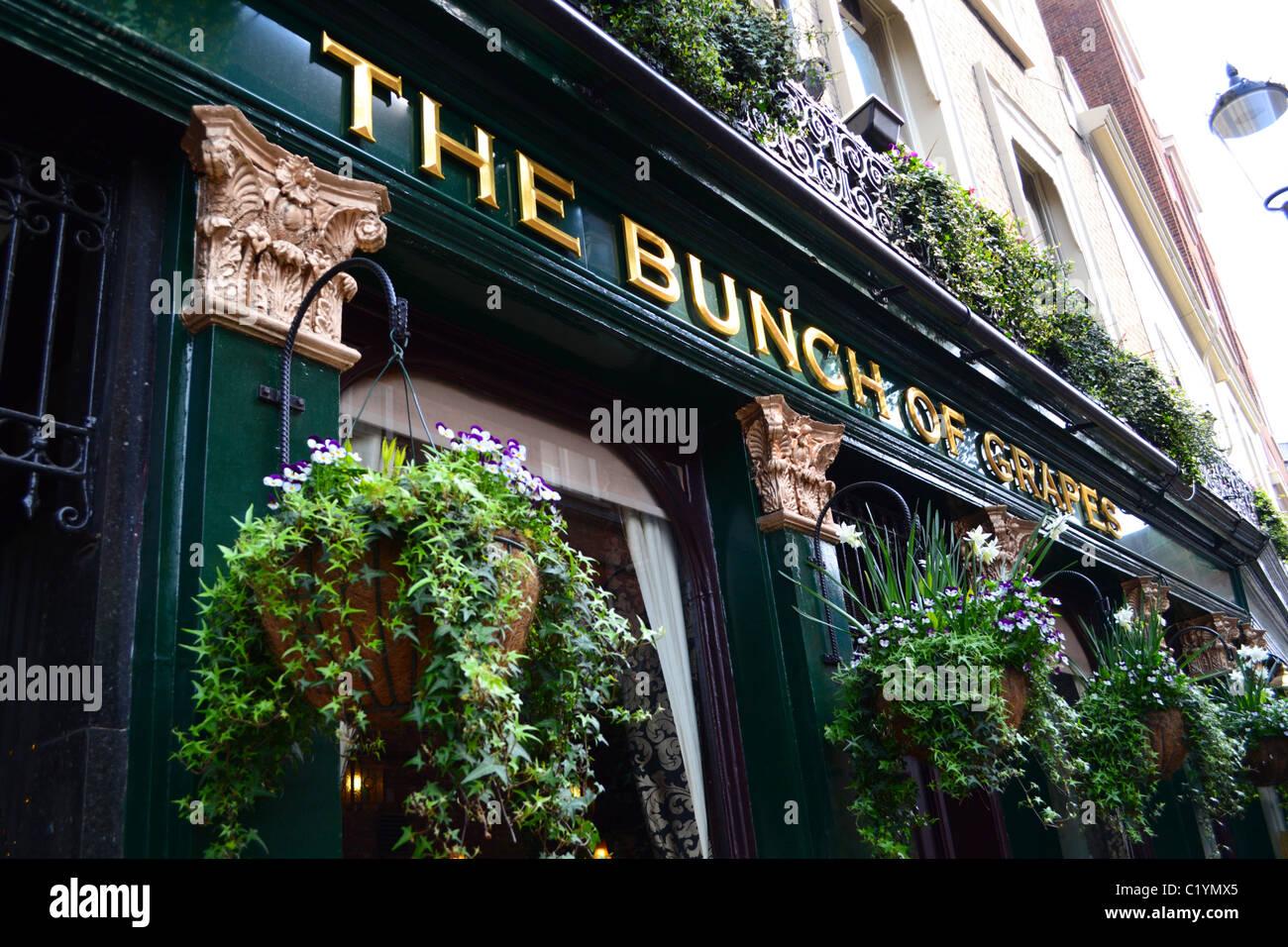 'The Bunch Of Grapes' pub, Knightsbridge, London - Stock Image