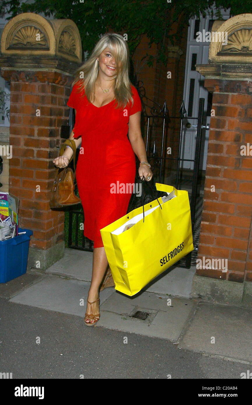 Willoughby Way By Charles Cunniffe Architects: Holly Willoughby Leaving The Itv Studios London Stock