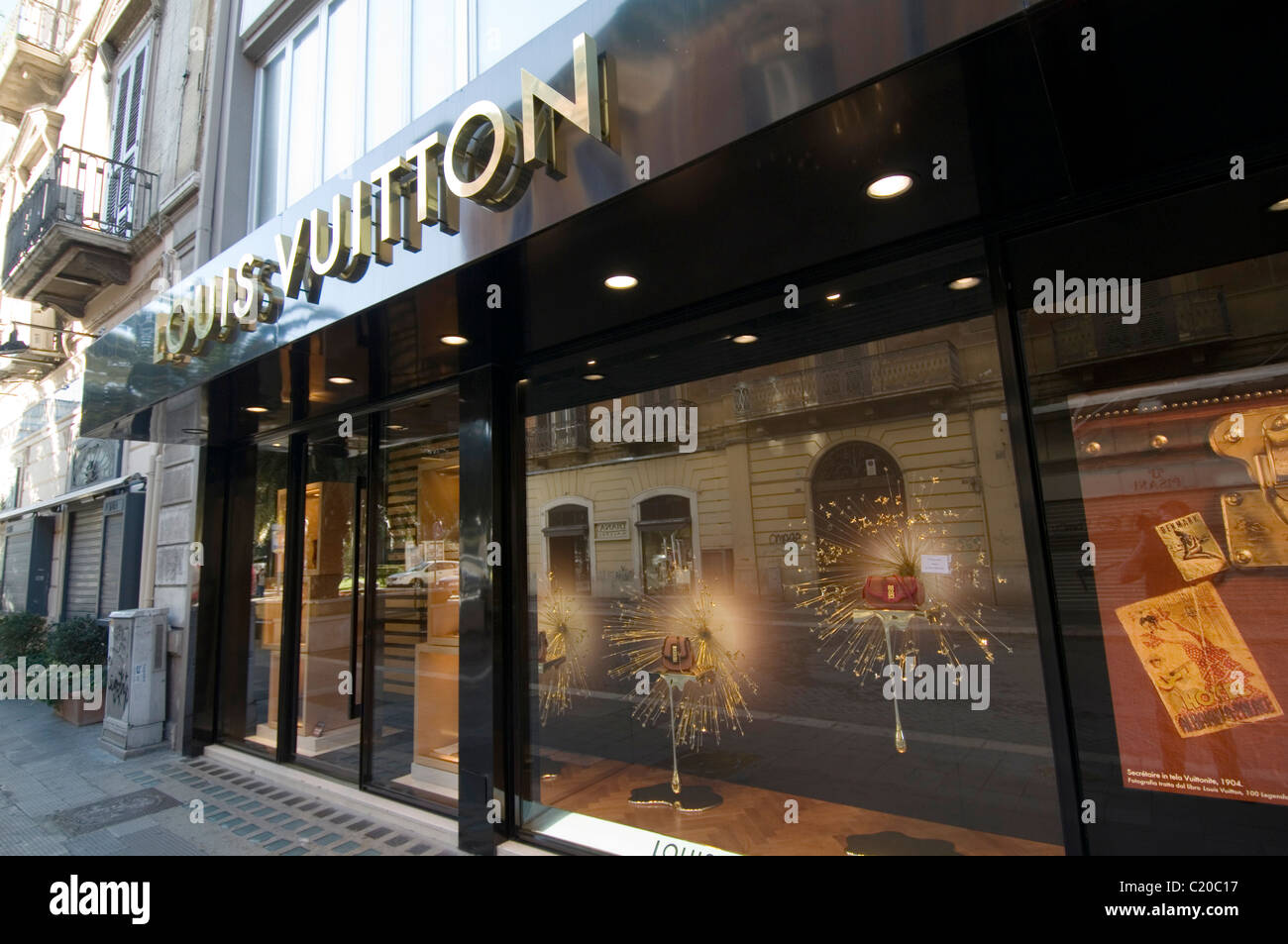 louis vuitton designer clothes shop outlet shops logo. Black Bedroom Furniture Sets. Home Design Ideas