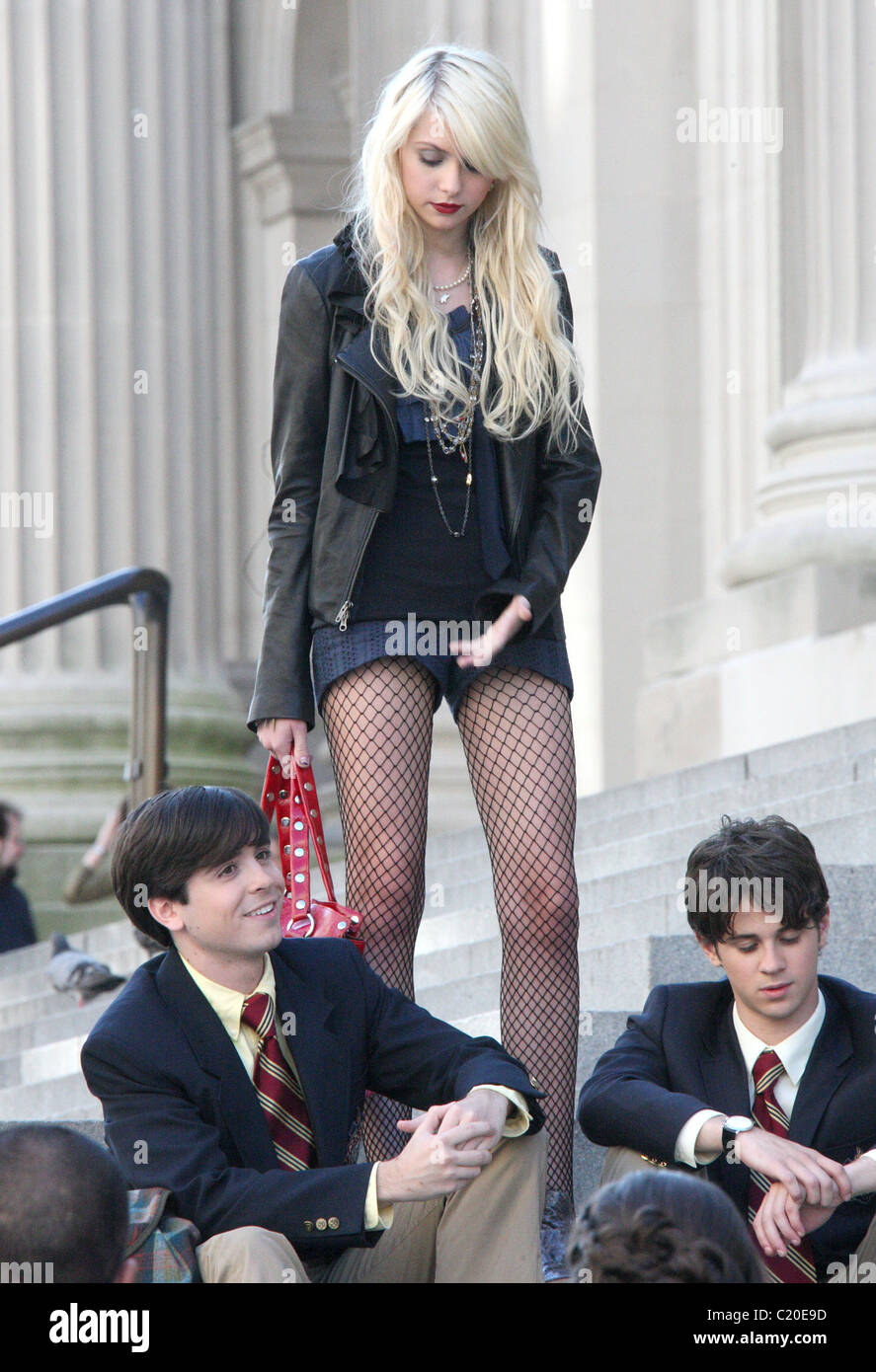 Taylor Momsen On The Set Of Gossip Girls Dressed In Fishnet Stockings And Leather Bikers Jacket New York City Usa