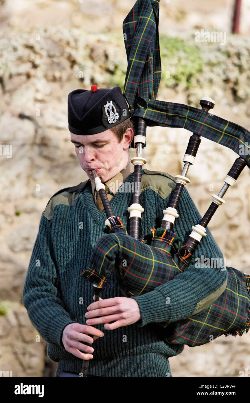 A member of the British Army's Officer Training Corps (OTC) playing the bagpipes in a solo piping competition. - Stock Image