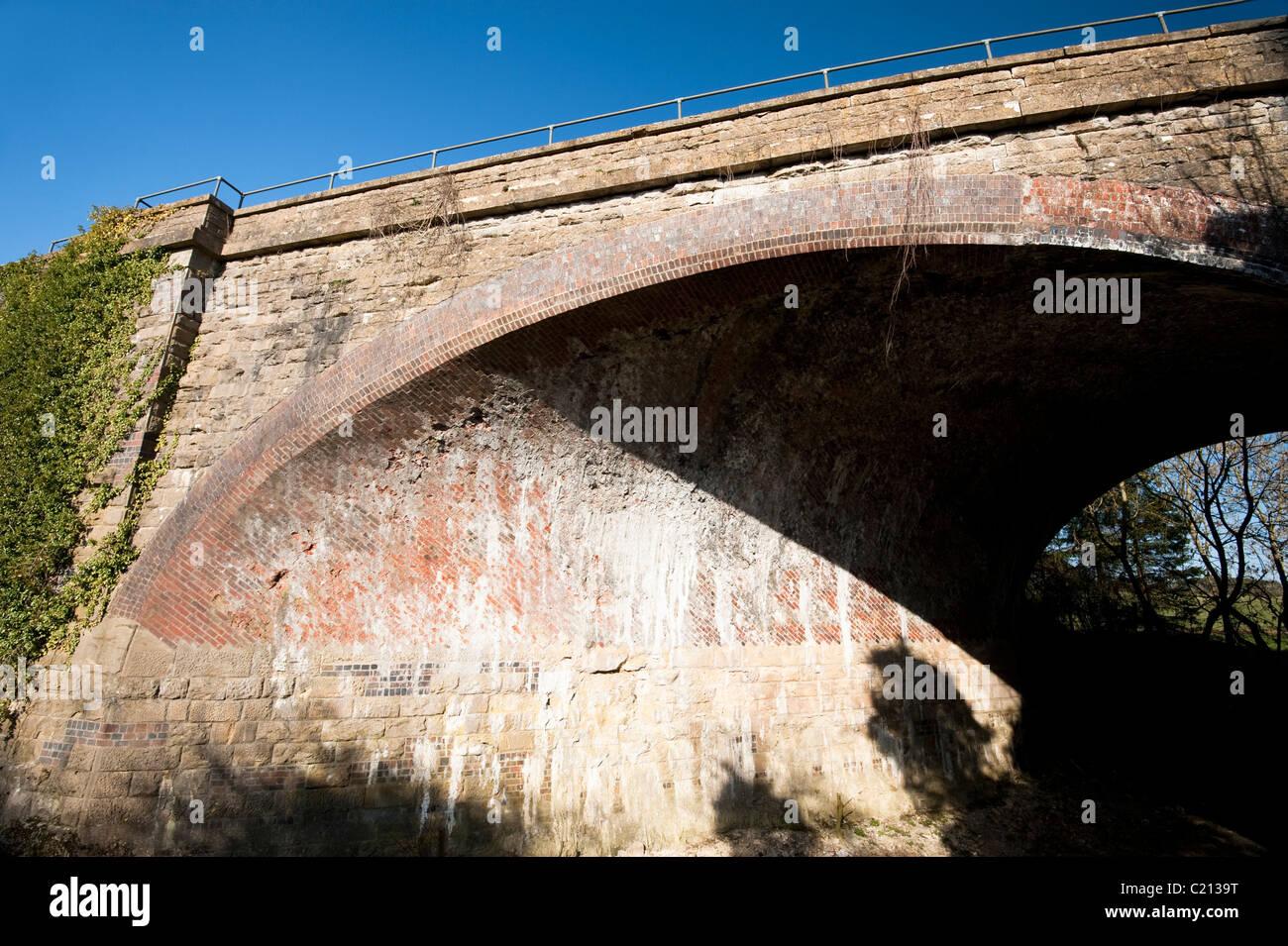 Swindon - Gloucester Skew Railway Bridge across the Thames and Severn Canal, Gloucestershire, England, United Kingdom - Stock Image