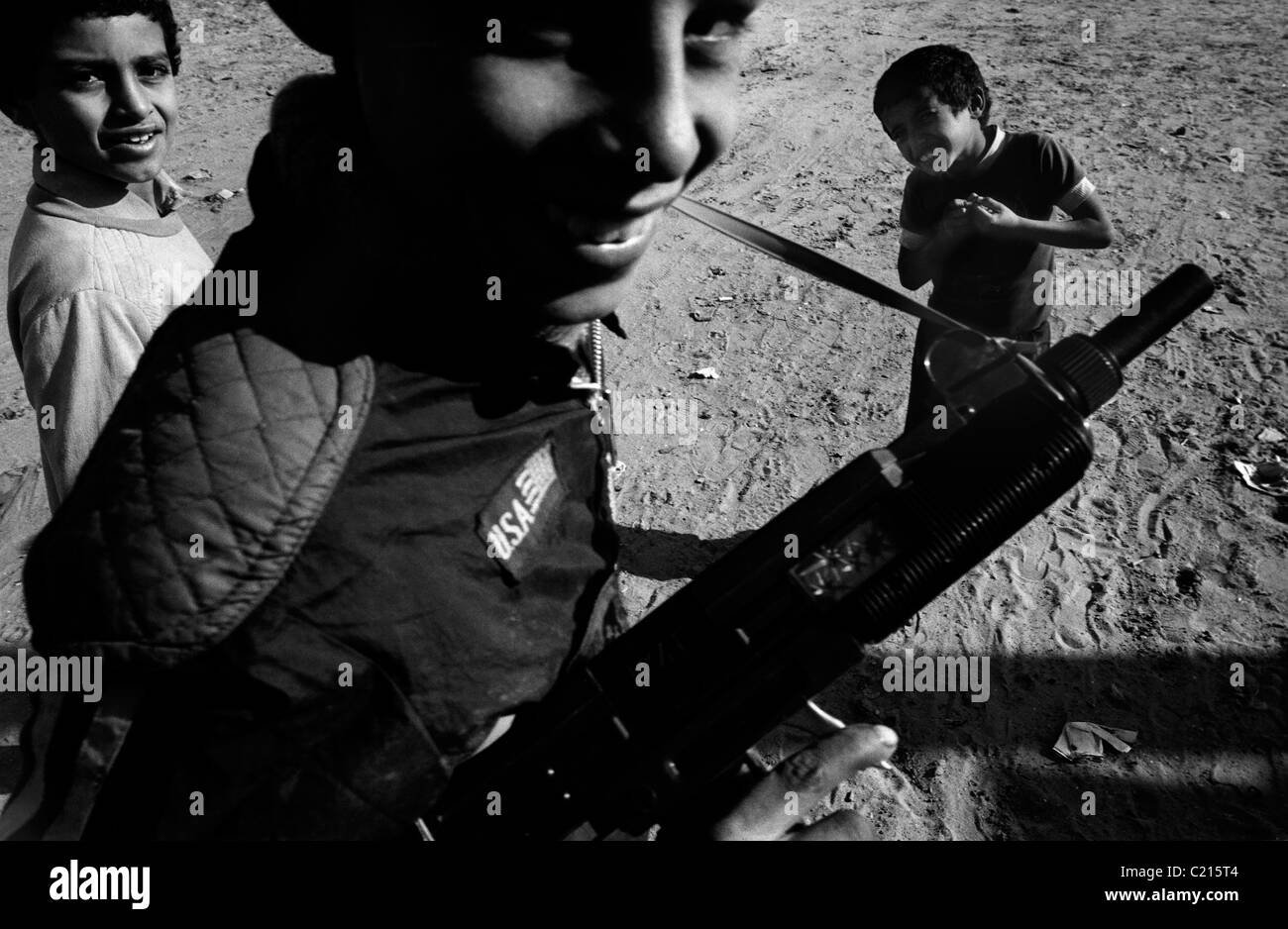 Jabalya Refugee Camp, Gaza 1988. Children with toy guns during the Intifada against the Israeli occupation. - Stock Image
