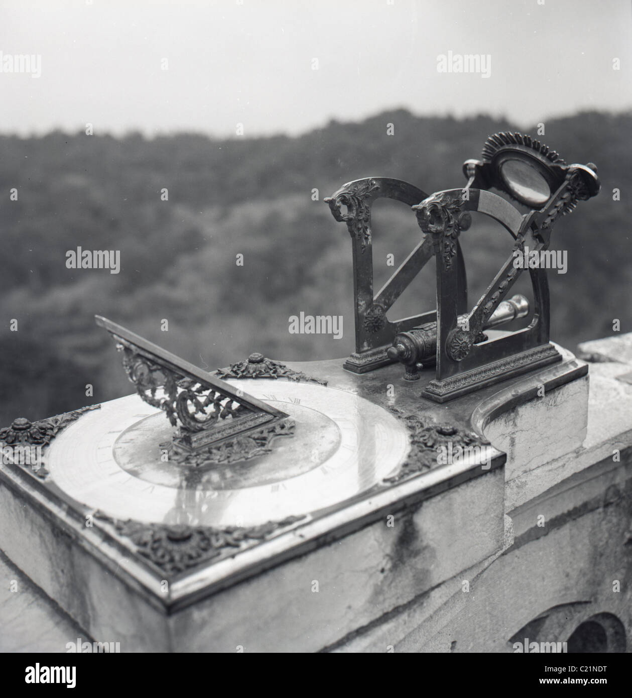 1950s, Portugal. Close-up of a sundial. - Stock Image