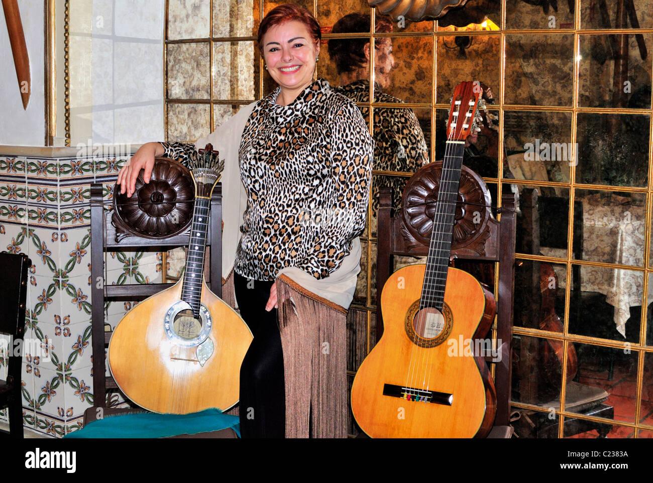 Portugal, Lisbon: Fado Singer Isabel Raimundo in the traditional  tavern Taverna del Rey in the Alfama - Stock Image