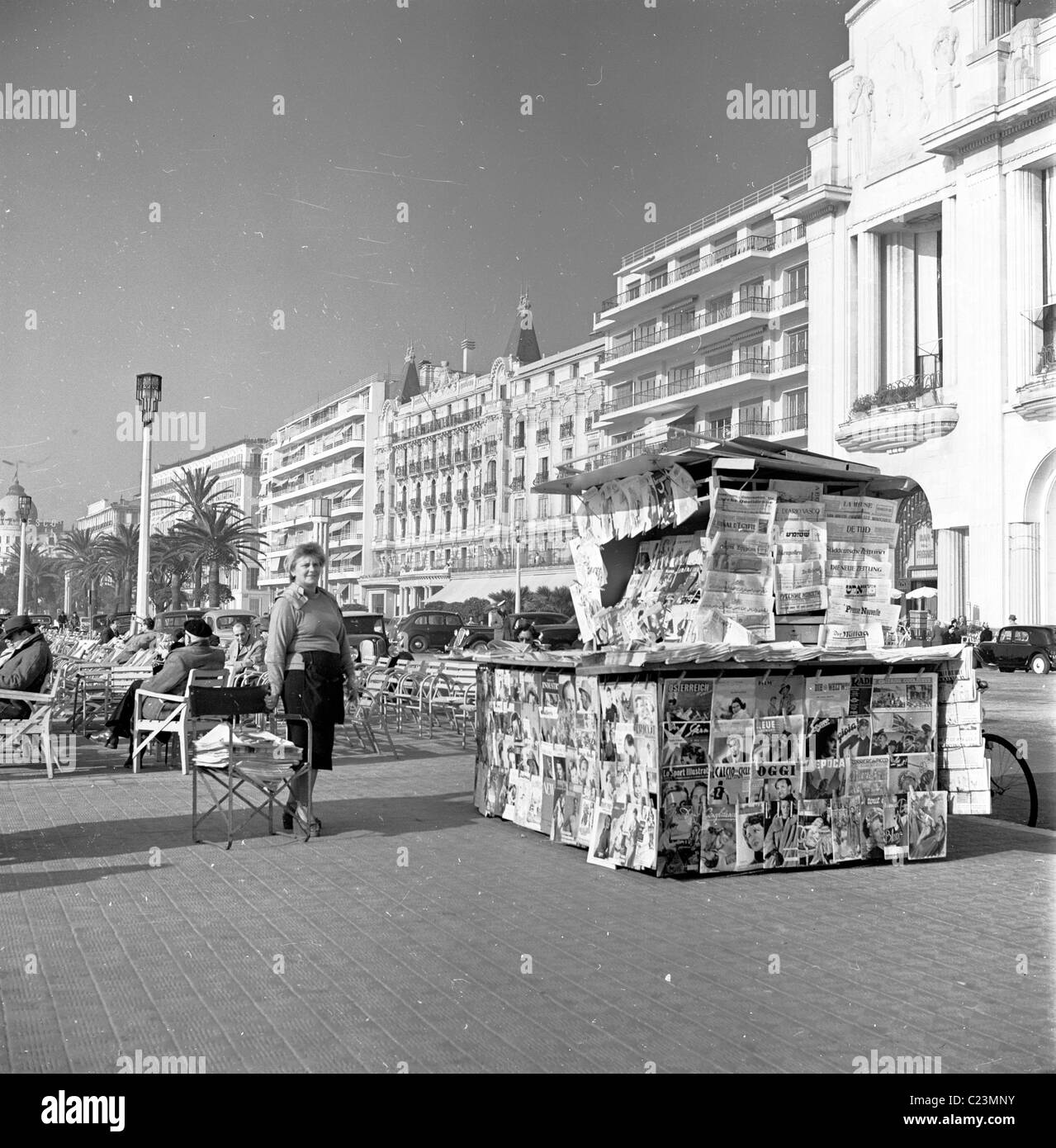 1950s. France.  Newspaper and magazine stall on the promenade at Cannes in this historical photograph by J Allan - Stock Image