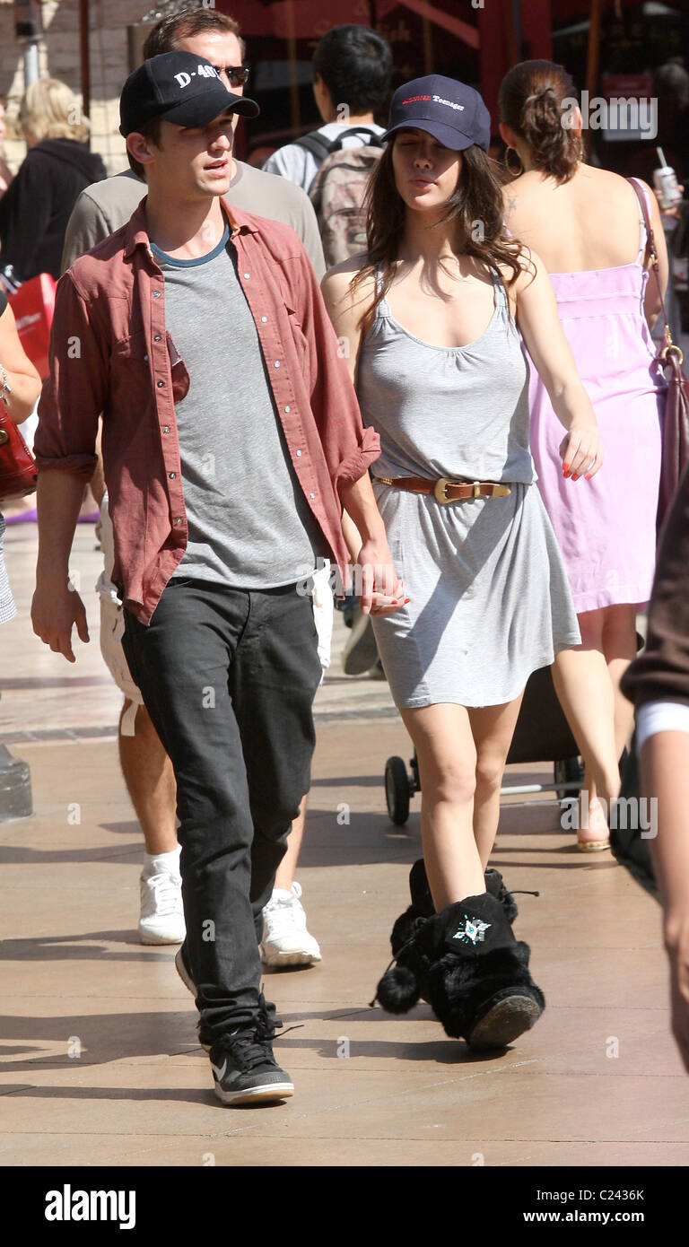 Daren Kagasoff With Jacqueline Macinnes Wood Going Shopping In Stock Photo Alamy Interview with actor daren kagasoff on the secret life of the american teenager, the appeal of the series, and his character the interview took place at the. alamy