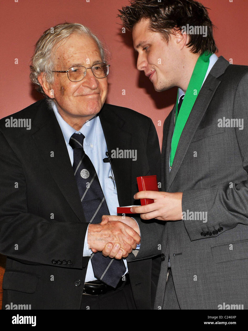 Noam Chomsky, Jamie Walsh (Historical Society) American intellectual Noam Chomsky is awarded The Gold Medal for - Stock Image