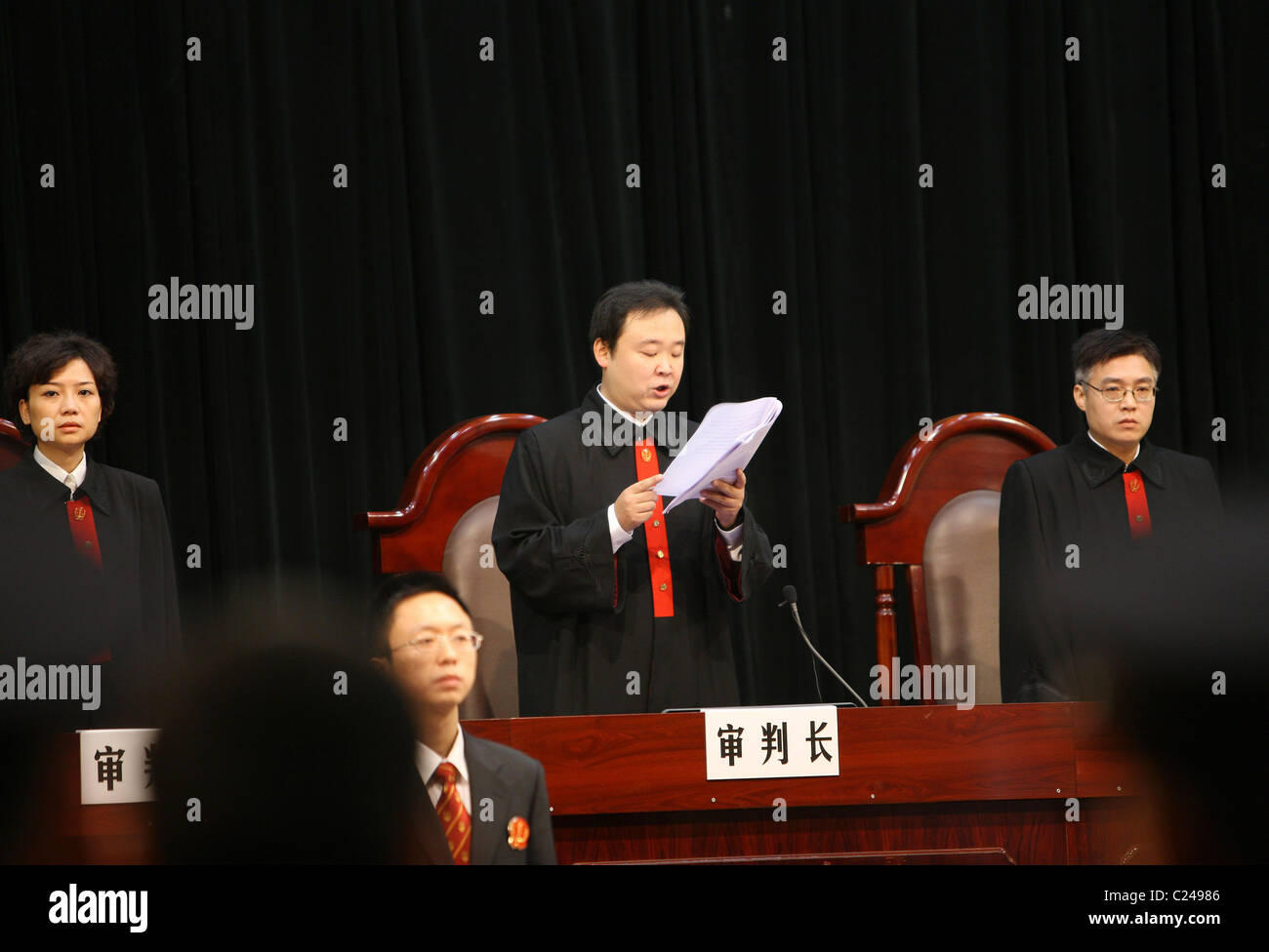 Chief justice announces the sentences of Xie Caiping and her accomplices at the Chongqing No. 5 Intermediate People's - Stock Image