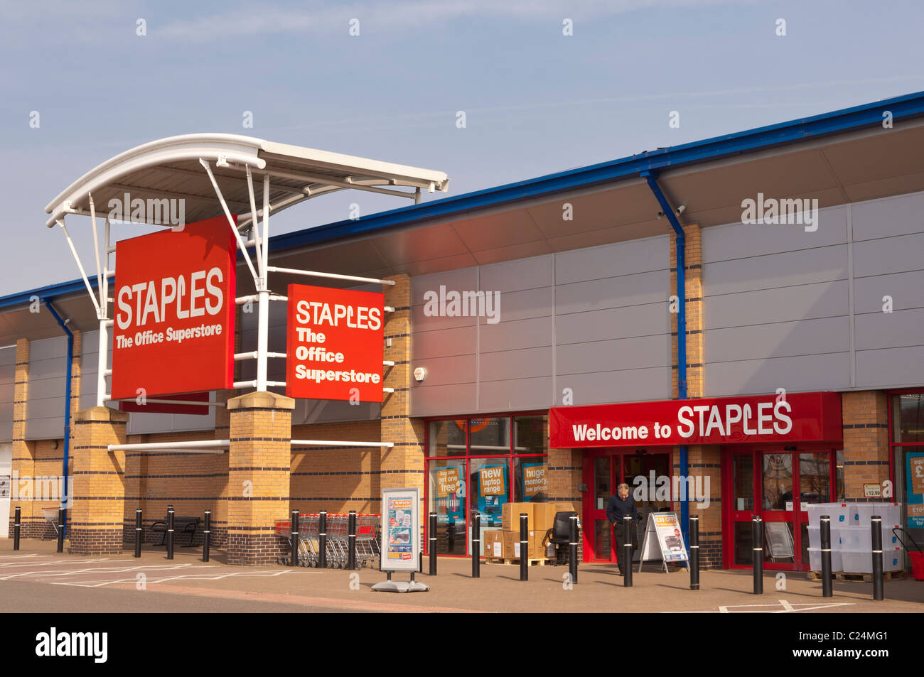 The Staples office superstore at Longwater Retail Park in Norwich , Norfolk , England , Britain , Uk - Stock Image